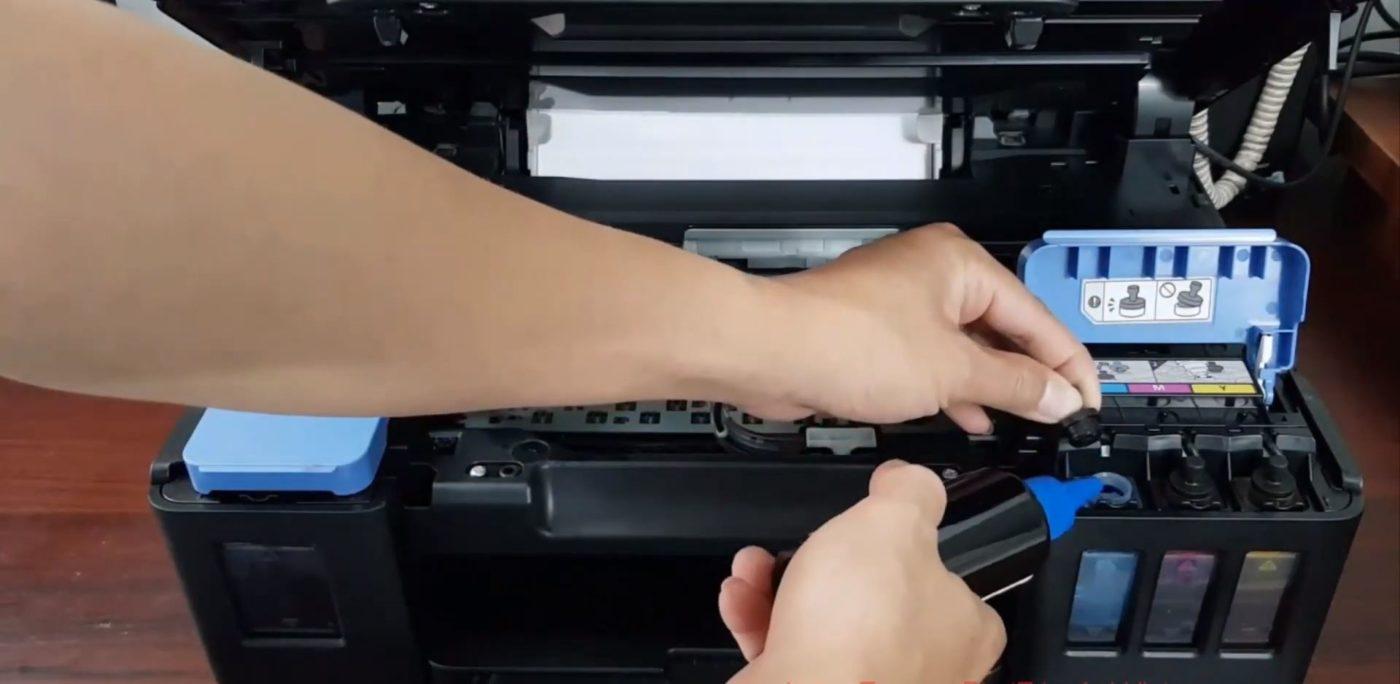 Hình ảnh nạp mực máy in