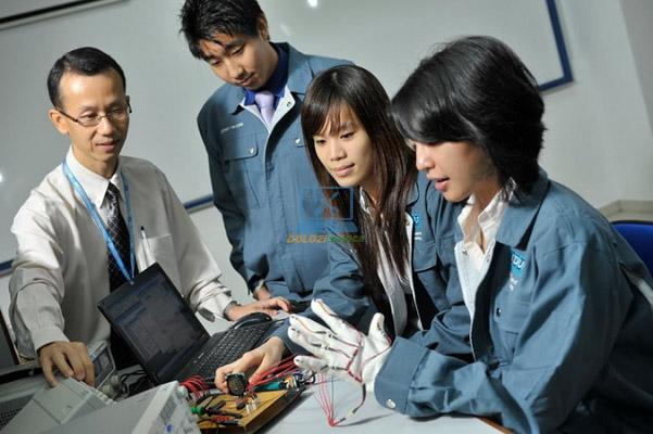 Cửa hàng sửa máy tính chất lượng, giá rẻ tại quận Phú Nhuận